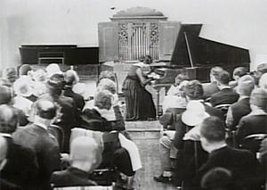 Wanda Landowska jouant dans son auditorium